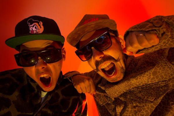 Duo Tropkillaz, formado por Zegon e André Laudz (Tropkillaz/Divulgação )