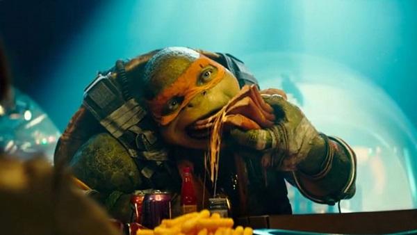 Nem nas cenas de comédia, as tartarugas se destacam no longa (Reprodução/Internet)