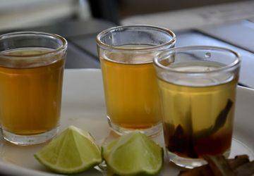 O bar Carijó serve três versões da clássica pinga  com mel
