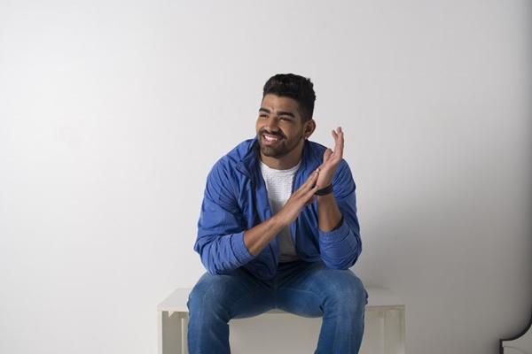 Cantor Dilsinho se apresenta na Exculaxxo ( Sony Music/Divulgação)