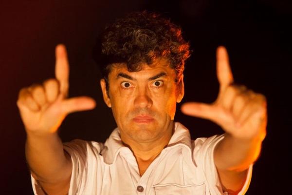 Viver o cineasta era um desejo antigo do ator Adeilton Lima (Debora Amorim/Divulgação)
