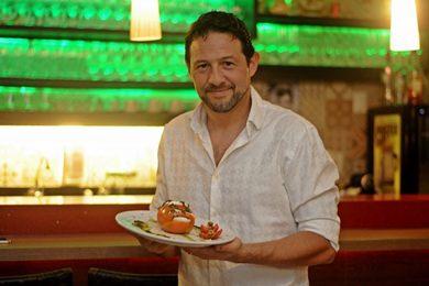 Pesto de manjericão dá o toque de frescor na tradicional salada caprese (Edy Amaro/Esp. CB/D.A Press)