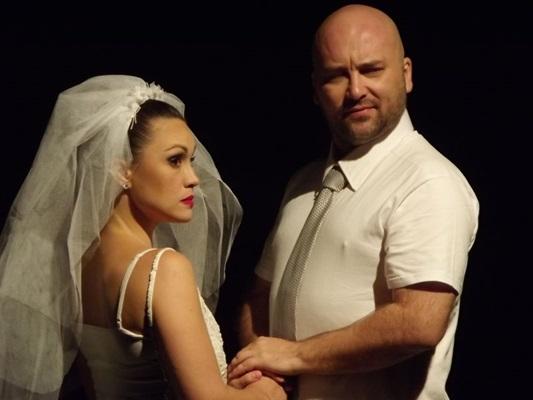 O público participa ativamente da comédia 'Até que o casamento nos separe' (Casa de artistas/Divulgação)
