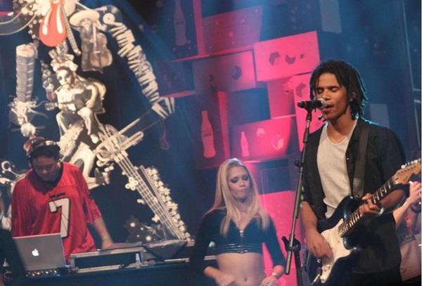 Alexandre Carlo está à frente do Natiruts: sucessos de toda a carreira (Kelly Fuzaro/MTV)
