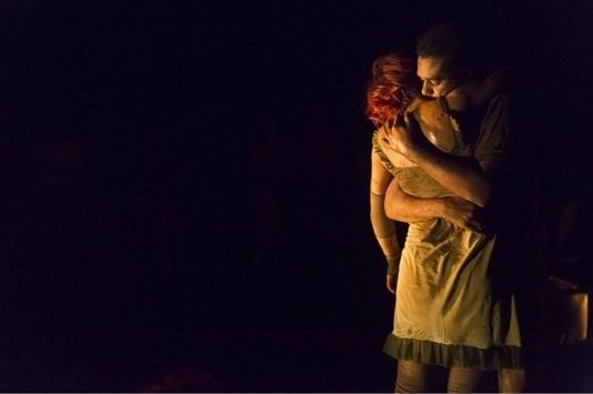 'Os ancestrais' traz o premiado grupo Teatro Invertido à capital (Guto Muniz/Divulgação)