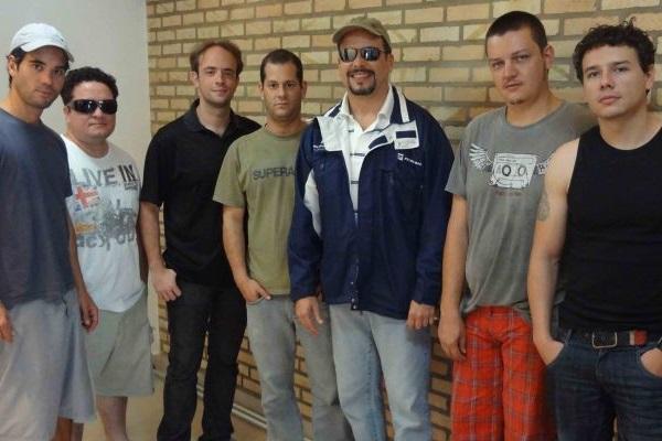 O grupo é famoso por fazer cover de Tim Maia e de outros artistas da música brasileira (Eli Walter Gil Neto/Divulgação)