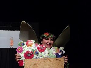 A técnica de teatro de papel é pouco difundida no país (Toni Gedes/Divulgação)