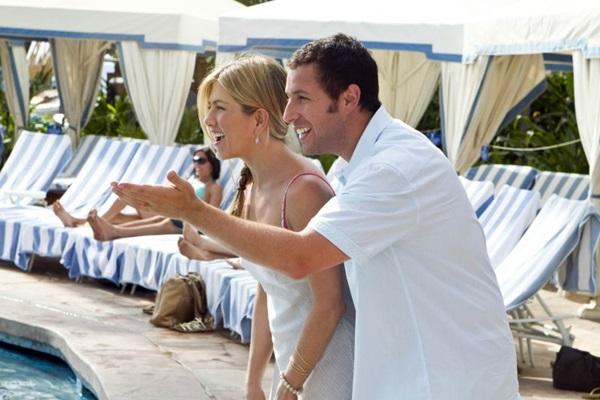 Adam Sandler e Jennifer Aniston protagonizam a comédia 'Esposa de mentirinha' (Columbia Pictures/Divulgação)