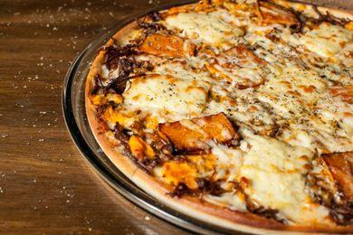 O tradicional prato escondidinho virou pizza  no Romão (Romão Filho/Divulgação)