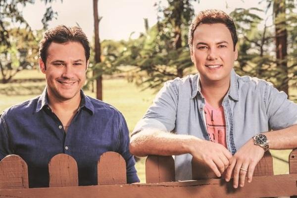 João Bosco & Vinícius cantarão os sucessos do novo álbum 'Liguei pra dizer que te amo' e 'Paredes azuis'  (Objetiva Comunicação/Divulgação)