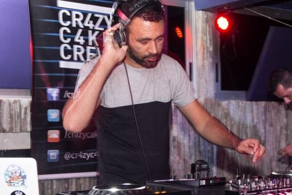 DJ Tonny Rocks, residente do 5uinto, é uma das atrações da Madre (Romulo Juracy/Esp. CB/D.A Press)