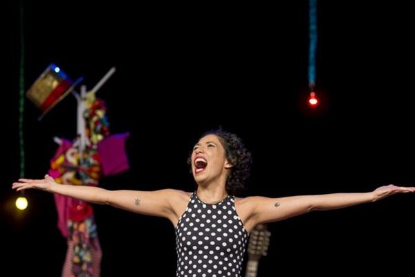 Maíra Oliveira estrela primeiro monólogo da carreira com 'Quando o coração transborda' (Humberto Araujo/Divulgação)
