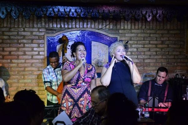 As cantoras Indiana Nomma e Alma Thomas se apresentam no Feitiço Mineiro  (Hugo Lacerdda/Divulgação )