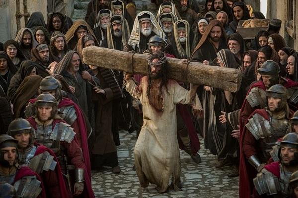 Rodrigo Santoro vive um Jesus Cristo emocionante (Philippe Antonello/ Paramount Pictures)