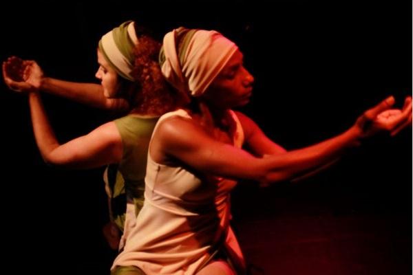 Clarice Cardell e Aida Kellen em peça musicada voltada à primeira infância (Carlos Laredo/Divulgação)