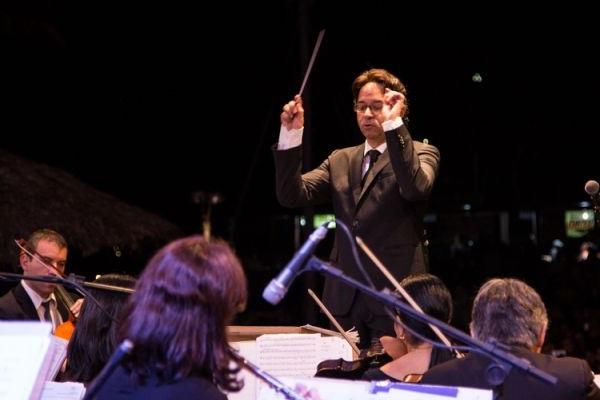 Maestro Cláudio Cohen comanda a orquestra no próximo dia 3 (Giovanna Bembom/Divulgação)