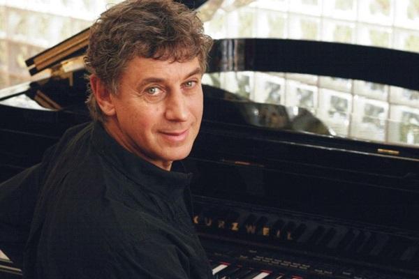 Cantor e compositor mineiro, Flávio Venturini toca ao lado de compositores brasilienses  (Guto Costa/Divulgacao)
