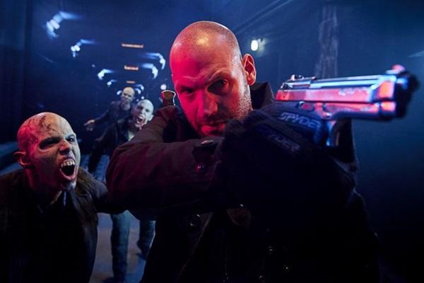 Nova York é sitiada por vampiros modernos em The strain (Michael Muller/FX)