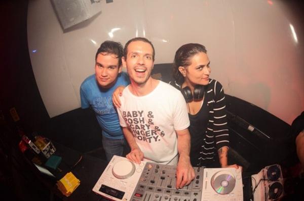 DJs Andie e Bisca são uma das atrações da noite (Matinê SClub/Divulgação)