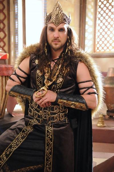 Igor Rickli como Rei Marek, na novela A Terra prometida (Munir Chatak/Divulgação)