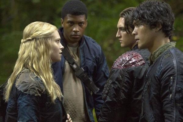Com três temporadas, a série 'The 100' está ambientada em um futuro pós-apocalíptico (Warner Channel/Divulgação)