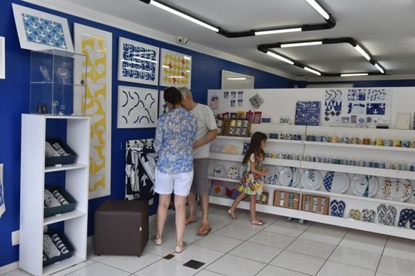 Bulcão tem suas obras mais conhecidas espalhadas em marcos da Brasília, como a UnB e o Palácio da Alvorada (Zuleika de Souza/CB/D.A Press)