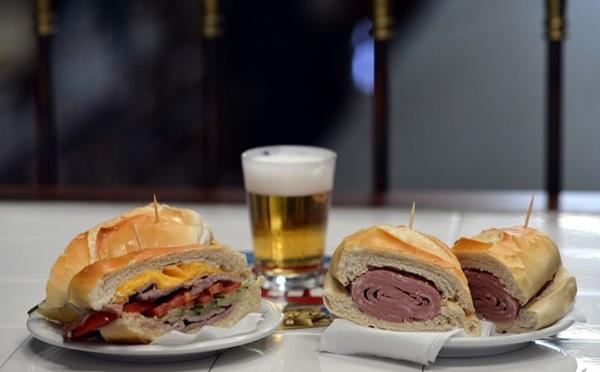 Assim como no Mercado Municipal paulista, o sanduíches de mortadela é um dos mais pedidos (Gustavo Moreno/CB/D.A Press)