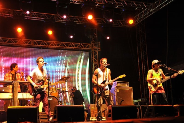 Banda brasiliense gravou DVD em Trancoso e em Ceilândia  (Luis Xavier de França/Esp. CB/D.A Press)