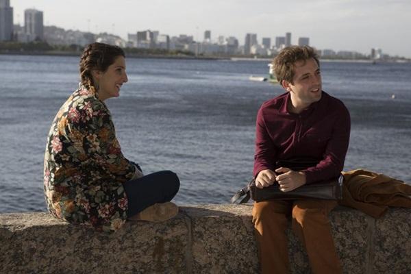 Clarice Falcão e Gregório Duvivier: romance em Desculpe o transtorno  (Reprodução/Internet)