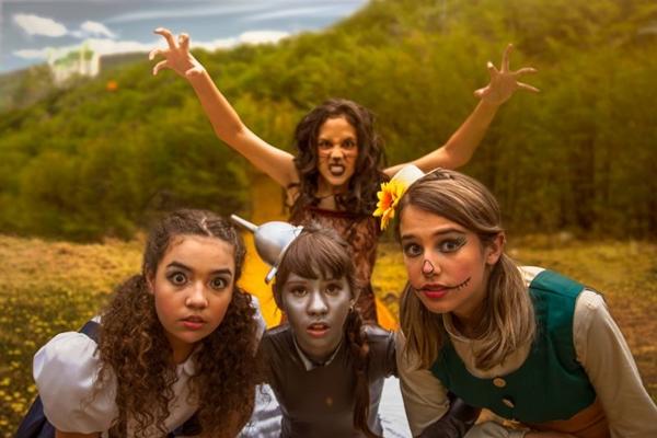 Os encantos da Cidade das Esmeraldas podem ser vistos em O mágico de Oz (Cia. Fábrica de teatro/Divulgação)