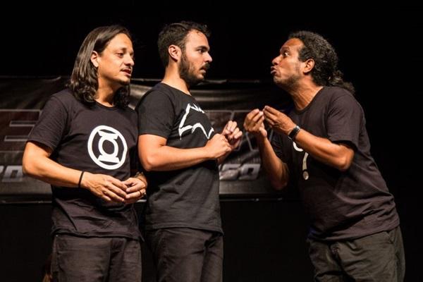 A plateia define os temas abordados no espetáculo 'Super impro' (Karina Santiago/Divulgação)