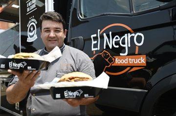 Marcello Piucco exercita veia descontraída no El Negro Food Truck  (Breno Fortes/CB/D.A Press)