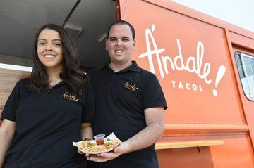 Giselle Valério e Miguel Lopes tem dois caminhões: Ándale é especializado em comida mexicana  (Breno Fortes/CB/D.A Press)