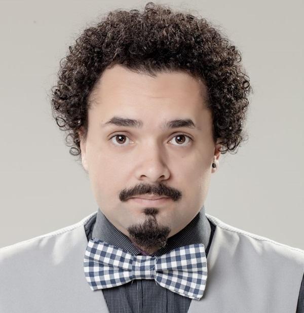 O humorista Dinho Machado promete uma mistura de stand-up comedy e o cotidiano atrelado à música (José Luís de França Neto/Divulgação )