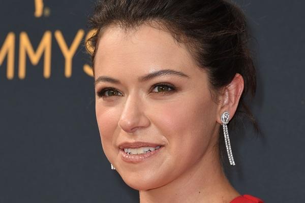 Tatiana Maslany ganhou o primeiro Emmy  de melhor atriz em série dramática por 'Orphan black' (AFP / Robyn Beck)