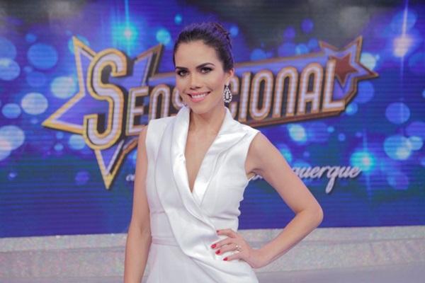Daniela Albuquerque apresenta o programa que completa um ano (Artur Igrecias/Divulgação RedeTV.)
