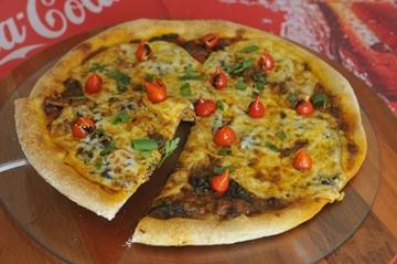 A receita de pizza com rabada e queijo provolone é uma criação do chef Rogério de Carvalho  (Minervino Junior/CB/D.A Press)