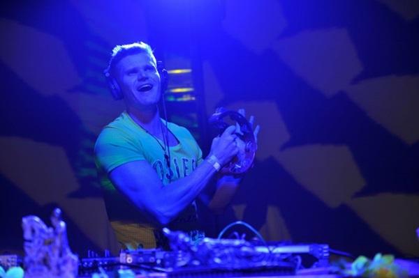 DJ Biondo é uma das atrações da balada ( Luis Xavier de França/Esp. CB/D.A Press)