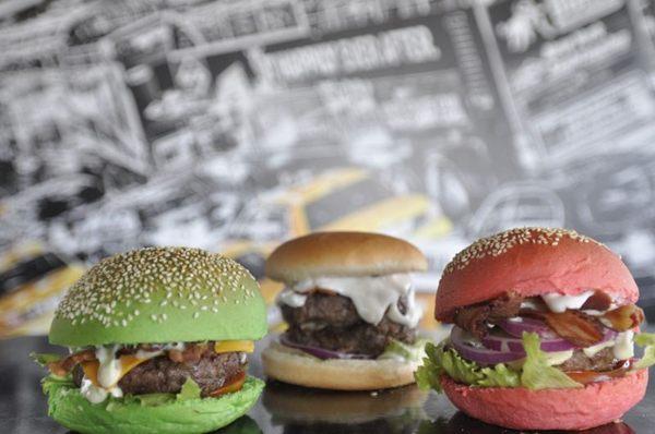 Os hambúrgueres da Bulls Hamburgueria podem ter pães coloridos (Andre Violatti/Esp. CB/D.A Press)