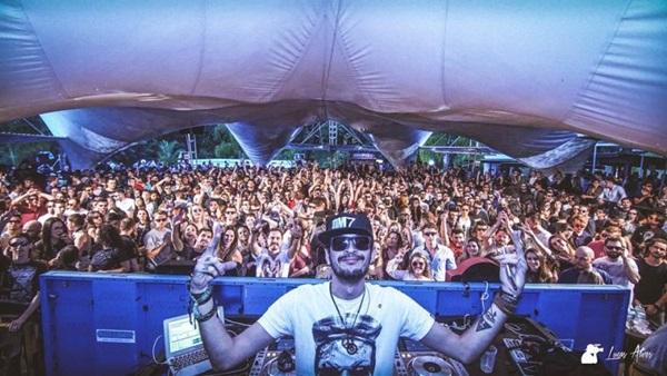DJ Chapeleiro agita a pista da Uforia hoje (Objetiva Comunicação/Divulgação)