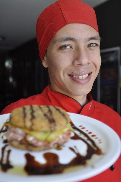 Yamazaki San trouxe para Brasília o hambúrguer de sushi ( Andre Violatti/Esp. CB/D.A Press)