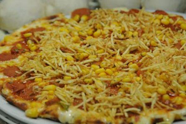 As pizzas de estronogonofe e a de cachorro quente arrancam suspiros dos pequenos gourmets na Pizza à Bessa (Bárbara Cabral/Esp. CB/D.A Press)