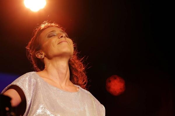 A cantora participou da trilha sonora da novela 'Sangue Bom' de Dennis Carvalho (Reproduçao Facebook)