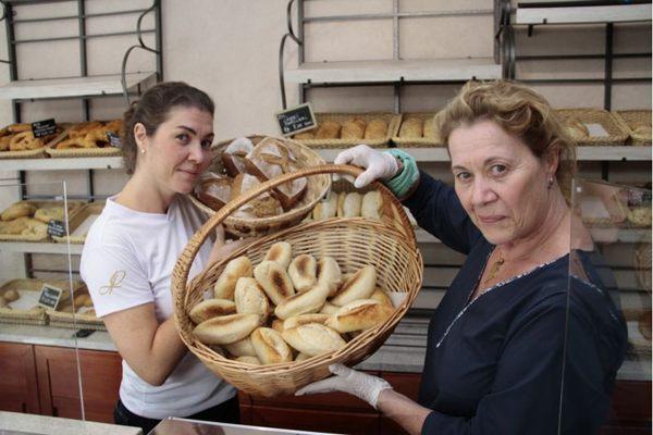 Elisa Marin e a mãe, a francesa Laurence Mourot, comandam a La Panière: pão feito com amor (Ana Rayssa/Esp. CB/D.A Press)