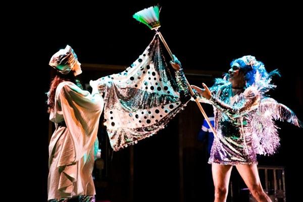 Quinze anos da Luna Lunera são celebrados com peça sobre o tempo  (Carol Thusek/Divulgacao)