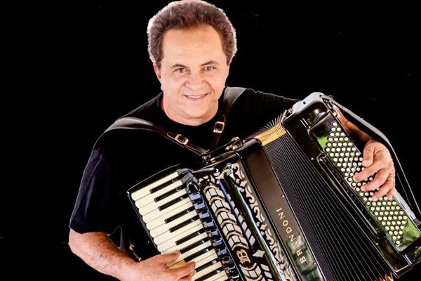 Flávio José apresenta amanhã sucessos acumulados em seus 30 anos de carreira (Arquivo Pessoal/Divulgação)