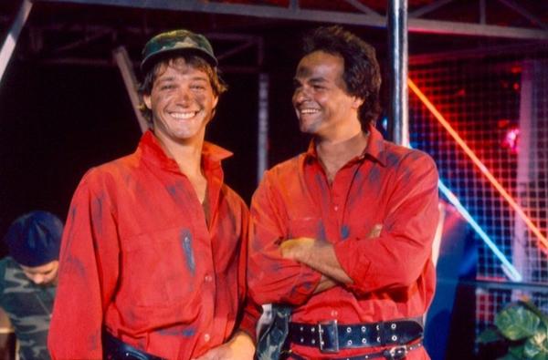André de Biase e Kadu Moliterno eram os protagonistas de 'Armação ilimitada' (TV Globo/Divulgação)