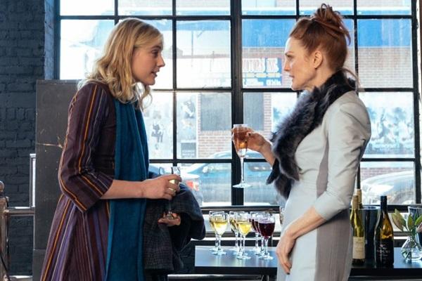 Greta Gerwig e Julianne Moore disputam o amor de Ethan Hawke em 'O plano de Maggie' (Reprodução/Internet)