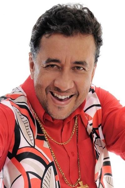 O humorista Paulinho Gogó faz sua estreia nos palcos de Brasília com seu mais recente solo de stand up (Paulinho Gogó/Divulgacao)