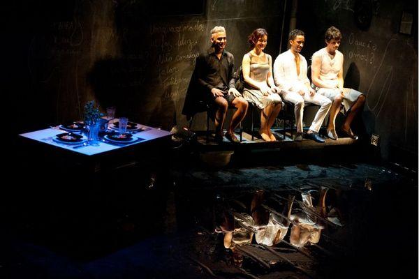 O elenco traz nomes experientes, mas subaproveitados em uma dramaturgia fria (Adriano Bastos/Divulgação)
